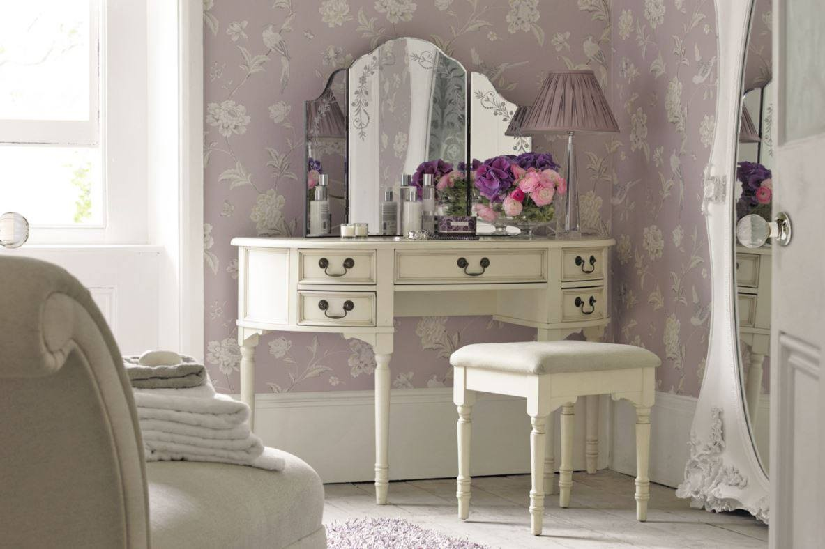 vintage-look-dressing-table