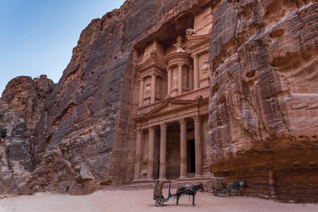 horse-with-trailer-in-front-of-petra-1631665