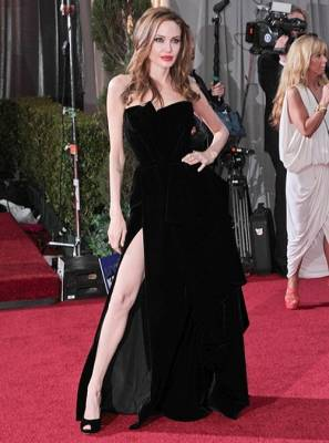 b2ap3_thumbnail_Angelina-Jolie-black-high-slit-gown-by-Versace.jpg