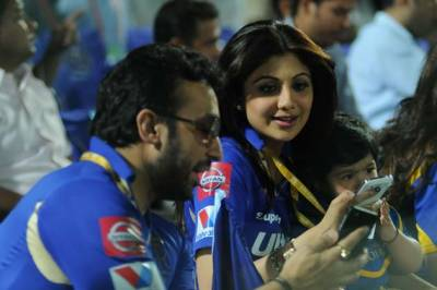b2ap3_thumbnail_Shilpa-Shetty-and-Raj-Kundra-Discussions.jpg