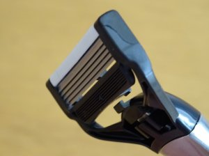 Close up of the razor head.